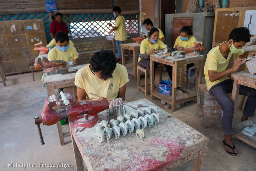 Stone carving workshop at Artisans Angkor